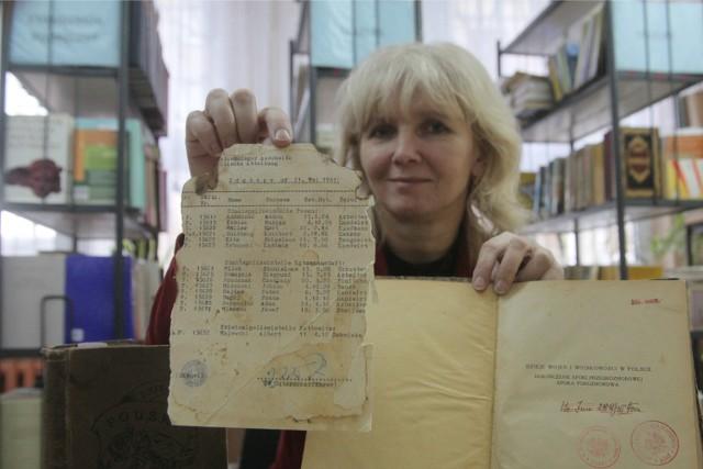 Anna Dobrowolska, bibliotekarka w II LO, znalazła stary list przewozowy więźniów do Auschwitz