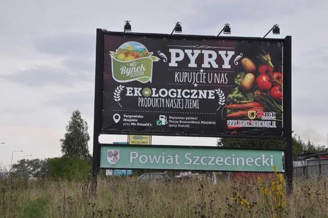 Tablica promująca szczecinecki rynek przy obwodnicy miasta.