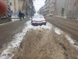 Strefa niczyja, czyli zaśnieżone miejsca płatnego parkowania w Łodzi. Kto powinien to posprzątać?