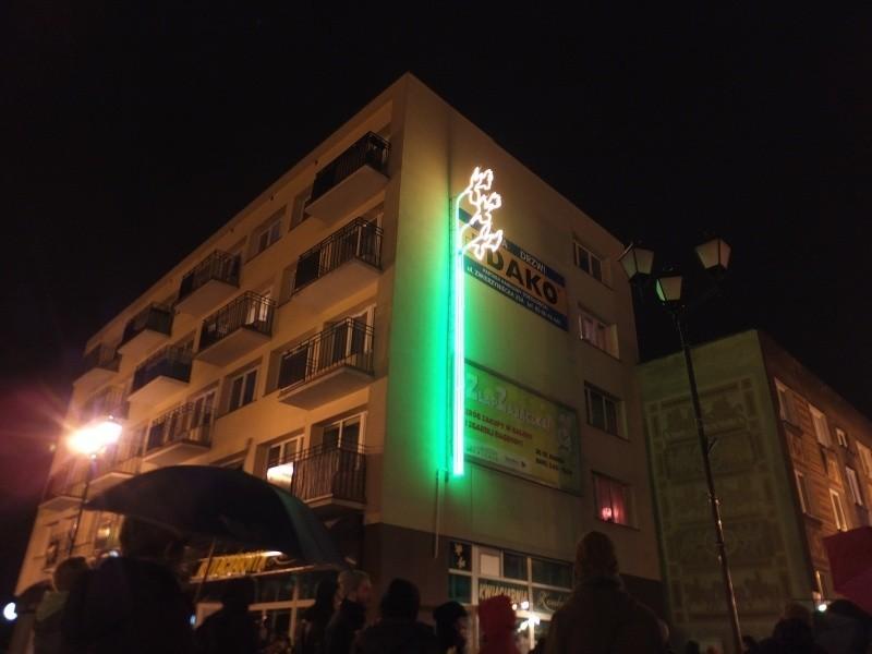 Neon Żonkil znowu świeci (zdjęcia, wideo)