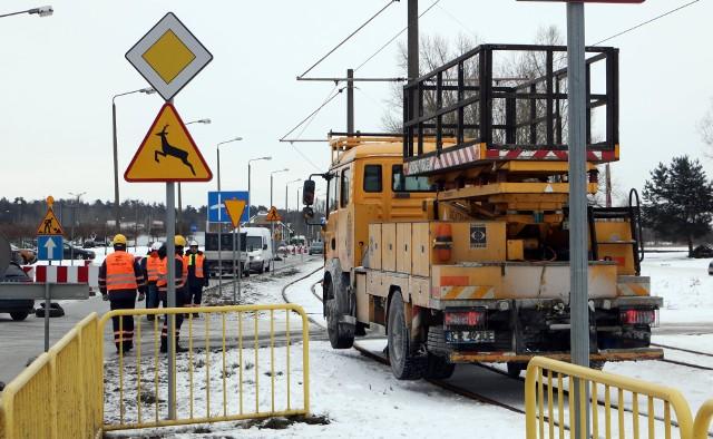 Dziś (8 lutego) konferencją prasową rozpoczęto przebudowę trakcji tramwajowej linii nr 2 przy osiedlu Rządz.
