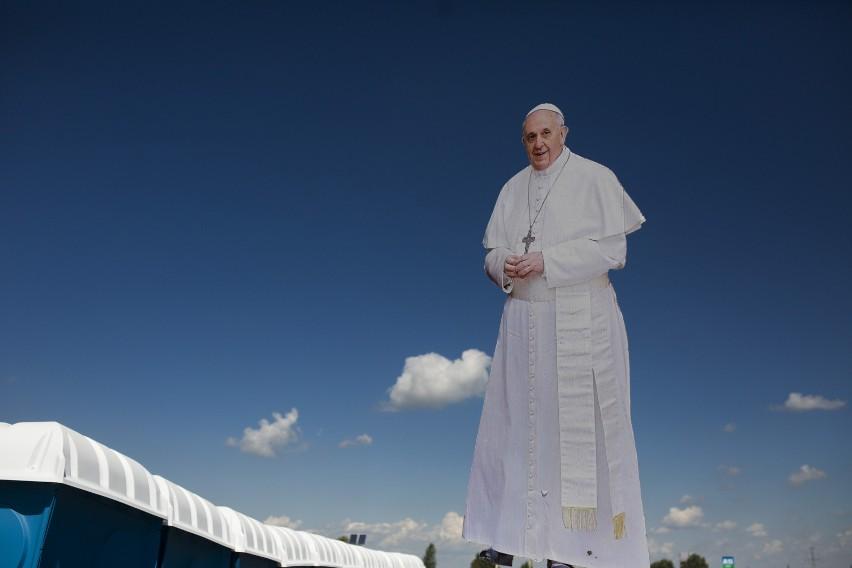Papież Franciszek niechcący pogrążył Jana Pawła II