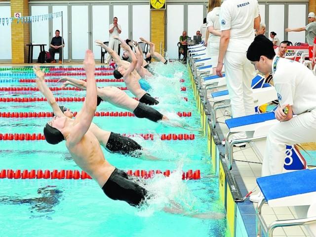Obok Radosława Kawęckiego i innych przedstawicieli kadry, w Drzonkowie pojawili się także paraolimpijczycy z Londynu. Start do wyścigu na 100 metrów grzbietem.