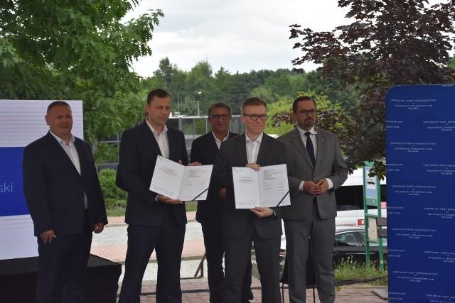 Umowę na budowę linii kolejowej na trasie Katowice-Ostrawa podpisano w Jastrzębiu-Zdroju.Zobacz kolejne zdjęcia. Przesuwaj zdjęcia w prawo - naciśnij strzałkę lub przycisk NASTĘPNE