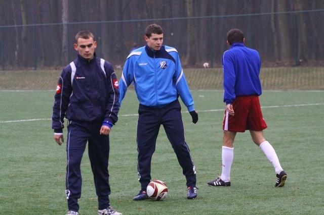 W grze MKS-u Kluczbork wiele zależy od pomocników: Rafała Niziołka (z lewej) i Patryka Tuszyńskiego (w środku).