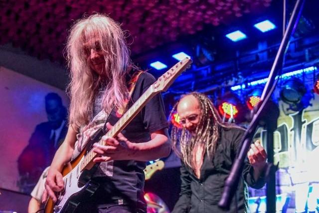 Henryk Tomczak to jeden z najdłużej aktywnych muzyków polskiego rocka.
