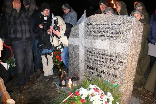 Piotr Bartoszcze zginął na polu pod Radłówkiem. W pobliżu miejsca, gdzie znaleziono jego zwłoki stoi tablica ufundowana przez rolników.