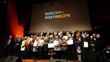 """Nagrody Bursztynowego Mieczyka 2019 otrzymały Fundacja Wspólnoty Burego Misia, Stowarzyszenie """"Szansa Start"""" oraz Klub Nowodworski [zdjęcia]"""