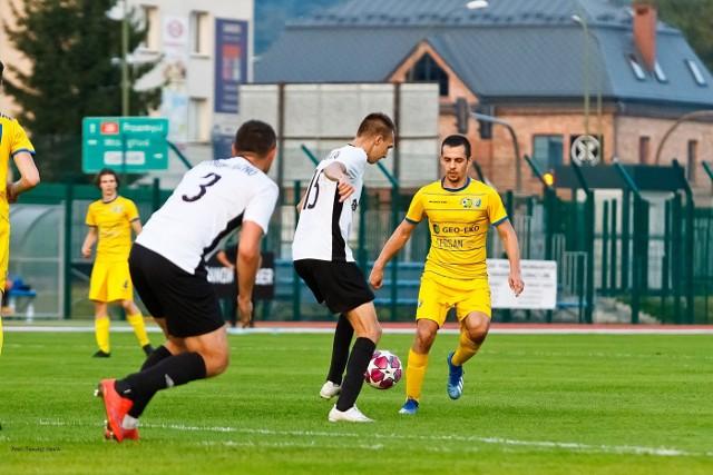 W meczu 8. kolejki 4 ligi podkarpackiej Ekoball Stal Sanok zremisował na własnym boisku z Legionem Pilzno 1:1. Zobaczcie zdjęcia z tego spotkania.