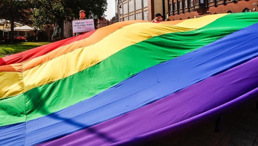 Nowi członkowie Polska 2050 tłumaczą się z głosowania za uchwałami anty-LGBT. Nie wszyscy żałują