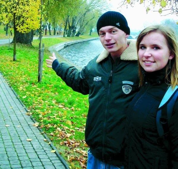 – Często spacerujemy po promenadzie i widzimy, co się na niej wyprawia – mówią ełczanie Aleksandra Wawrzeniuk i Mariusz Wyrzykowski. – Obsiadają ją grupki młodych ludzi, którzy się nudzą i przychodzą im do głowy różne dziwne pomysły.