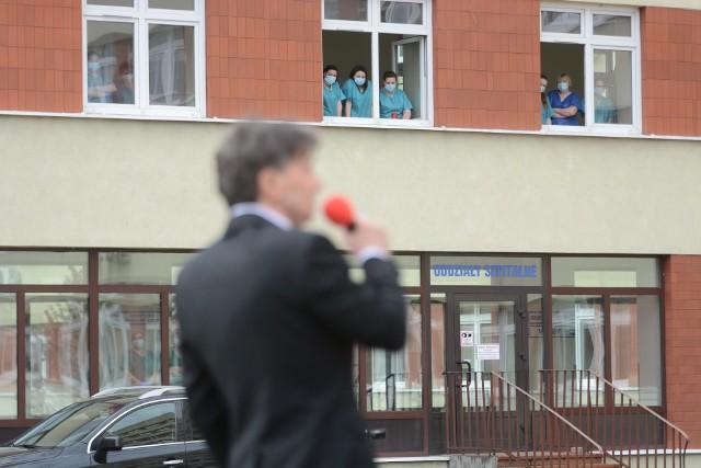 Przed tygodniem Zbigniew Kulwicki dał wyjątkowy koncert przed szpitalem w Grudziądzu