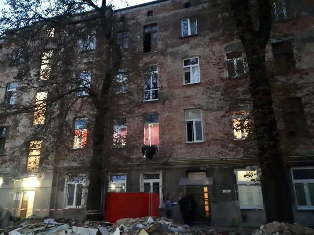 29-latka wypadła z balkonu w jednej z Łódzkich kamienic. Kobieta poniosła śmierć na miejscu.