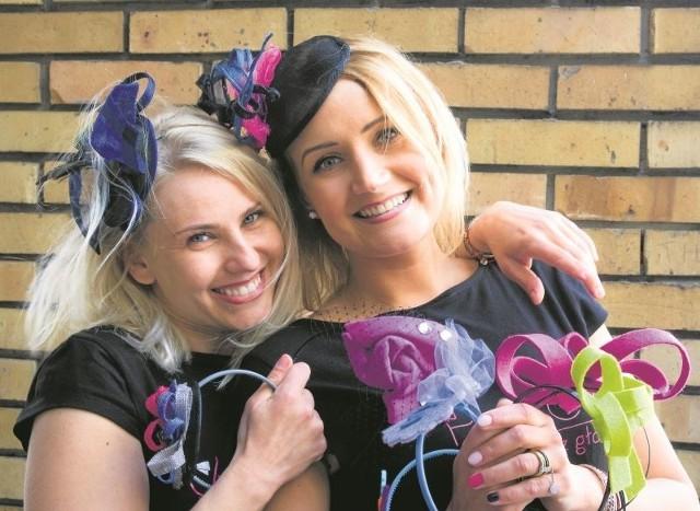 Magdalena Brzostowska (od lewej) i Agnieszka Narel-Zakrzewska uwielbiają projektować toczki i kapelusze