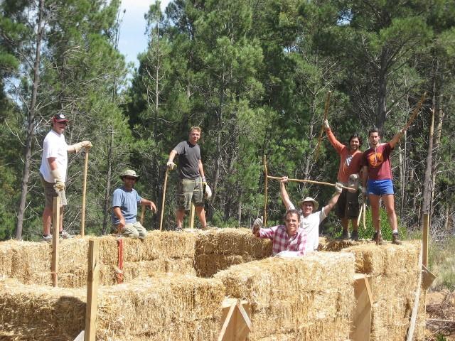 Dorośli mogą zbudować dom, a dzieci przestrzeń do zabawy