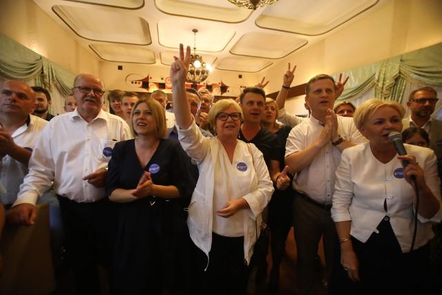 Dziś wieczorem byliśmy m.in. w sztabie KO w Rzeszowie. Tak zareagowano na sondażowe wyniki wyborów.