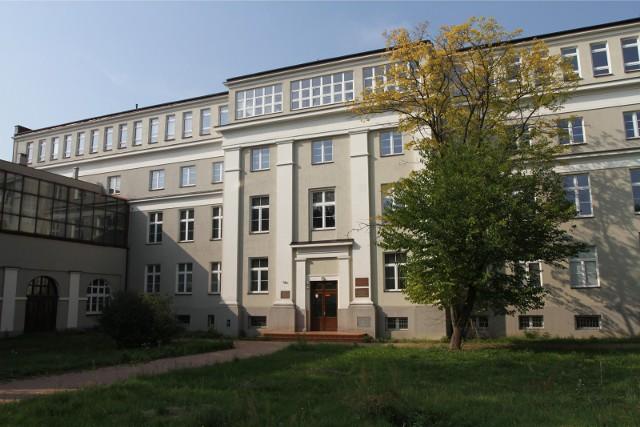 Pierwszy etap rekrutacji na Uniwersytet Jana Kochanowskiego zakończył się. Chętnych na studia było sporo.