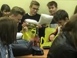 Dzień Chłopaka w IV Liceum Ogólnokształcącym w Kielcach. Był nawet szampan! Bezalkoholowy [ZDJĘCIA]