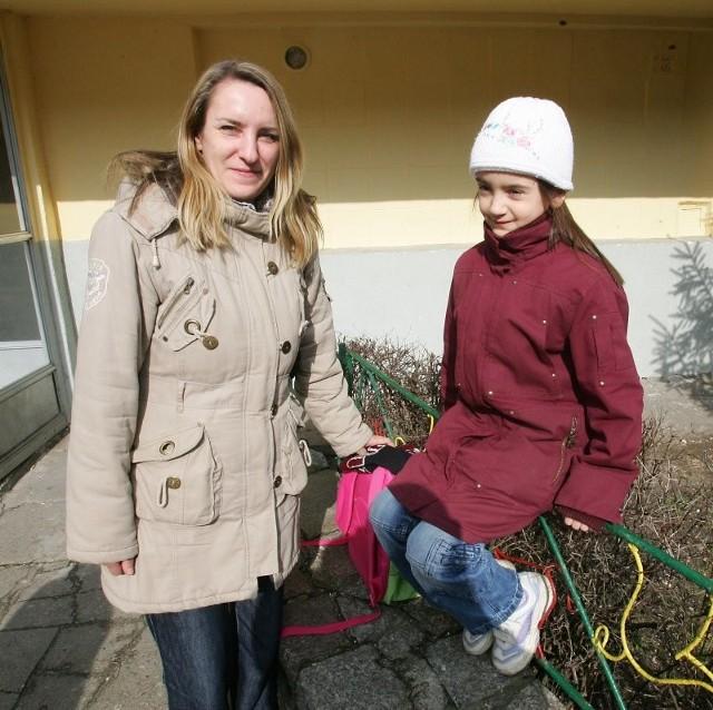 Mama siedmioletniej Zuzi uważa, że obniżenie obowiązku szkolnego to nic złego. - Nie taka szkoła straszna - mówi Monika Sukiennicka, której córka rozpoczęła niedawno naukę w pierwszej klasie.