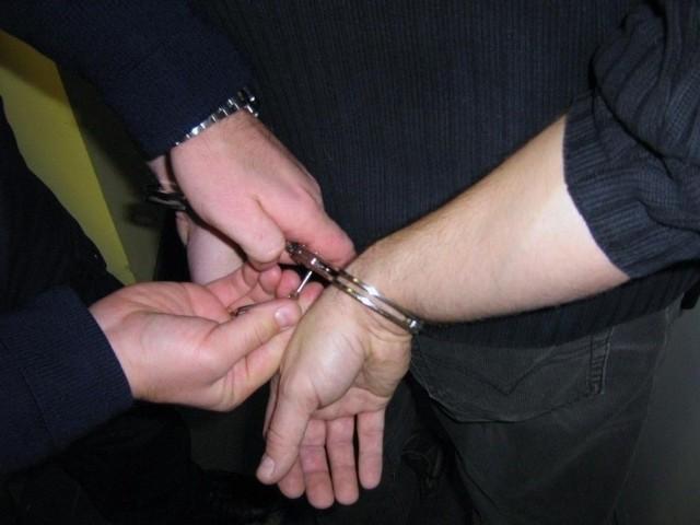Pijany mężczyzna powybijał szyby w domu w jednej z miejscowości pod Słubicami.