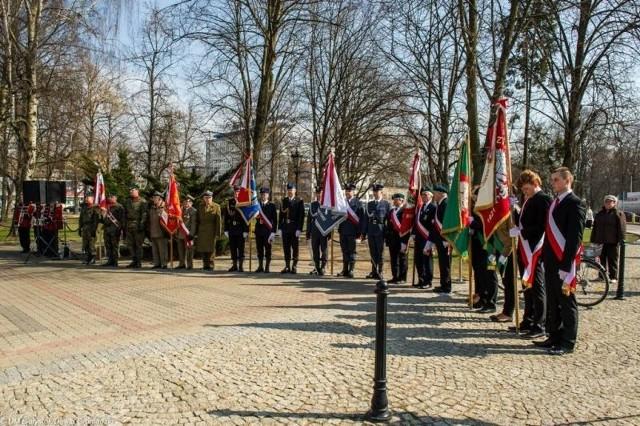 27 marca 1945 roku w podwarszawskim Pruskowie NKWD aresztowało i wywiozło do Moskwy szesnastu liderów podziemnych struktur okupowanej Polski. W 70. rocznicę tych wydarzeń przedstawiciele białostockiego samorządu złożyli kwiaty pod pomnikiem AK.
