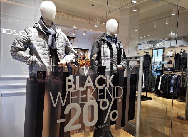 Przy spadającym z powodu pandemii ruchu w sklepach stacjonarnych, wiele firm handlowych przenosi swoją sprzedaż i działania marketingowe do internetu.