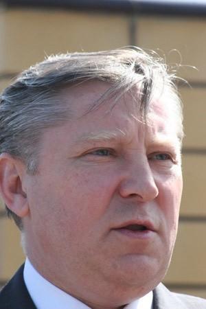 Zgodnie z prawem, tak jak inni urzędnicy państwowi, po dymisji premiera Marcinkiewicza on także złożył rezygnację ze stanowiska. Czy na Podlasiu dalej będzie rządził Jan Dobrzyński, czy też kto inny zostanie wojewodą podlaskim - zależy tylko od nowego premiera.