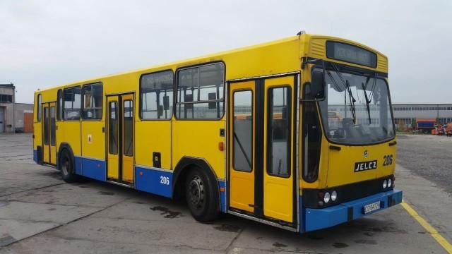 Jelcz PR 110, rocznik 1985, pojemność: 10.000 cm3, przebieg: 1,6 mln km, bezwypadkowy, pierwszy właściciel, zarejestrowany w Polsce. Miejski Zakład Komunikacji w Grudziądzu na aukcję wystawił swój najstarszy autobus