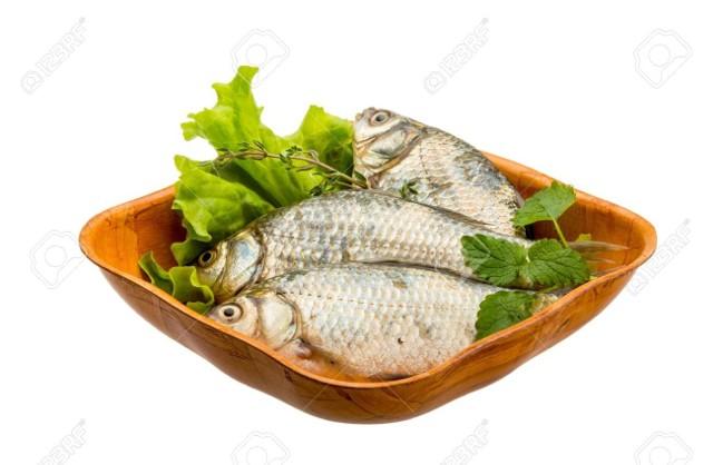 Ze względu na zawartość tłuszczu ryby można podzielić na ryby chude - zawartość tłuszczu nie przekracza 5% (np. dorsz, okoń, sandacz, szczupak) i ryby tłuste - zawierają od 9 do 20% tłuszczu (np. łosoś, makrela, śledź, tuńczyk). Nie należy jednak bać się tłuszczu zawartego w rybach, a wręcz przeciwnie, ponieważ tłuszcze te to przede wszystkim korzystne dla naszego zdrowia przeciwzapalne kwasy omega-3. Zawartość kwasów  w poszczególnych rybach (ilość gramów w 100 gramach produktu) przedstawiamy na kolejnych slajdach.>>>CZYTAJ RÓWNIEŻ: Jedz zdrowo z Olgą Chaińską. Ryby w diecie. Dlaczego warto je jeść i jak wybierać? CZYTAJ RÓWNIEŻ: Dlaczego ryby powinny znaleźć się w naszej diecie?(Źródło:Agencja TVNDostawca: x-news)