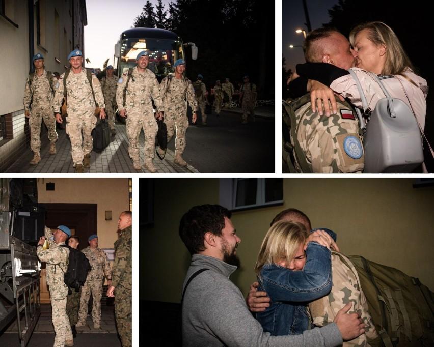 Wzruszające powitania z bliskimi żołnierzy III zmiany PKW...