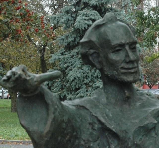 Pomnik Jana z Głogowa jest okaleczony przez wandali