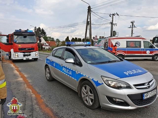 Zderzenie trzech samochodów na drodze krajowej nr 11 w Byczynie.