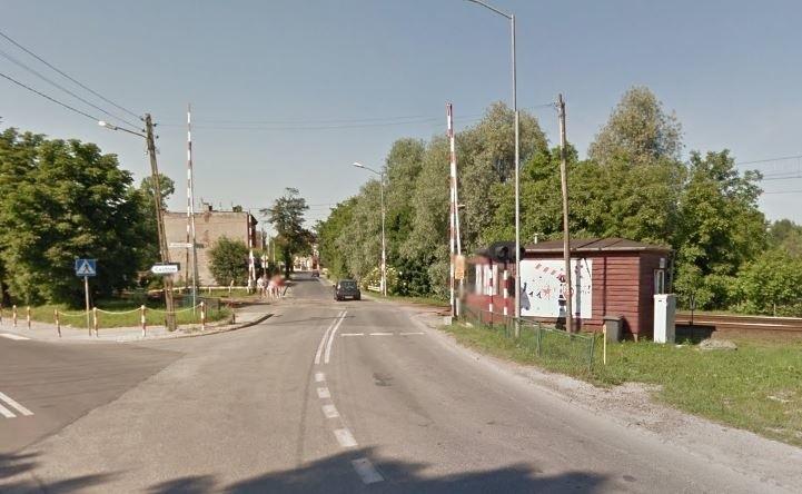 W najgorszym stanie jest kilkusetmetrowy odcinek obok przejazdu kolejowego na wysokości kąpieliska Bolko.