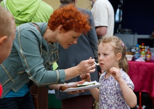 Anna Kalinowska zachęcała swoją córkę Dominikę do spróbowania kiszki