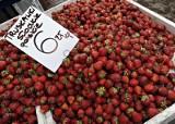Ceny truskawek i czereśni szybko spadają. Tyle kosztują teraz warzywa i owoce w Polsce
