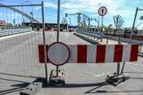 Budowa wiaduktu Biskupia Górka w Gdańsku. Jest kolejny termin otwarcia mostka nad Radunią na Zaroślak. Ma być gotowy w środę, 12.05.2021 r.