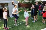 W ogrodach Biblioteki Miejskiej w Grudziądzu dzieci poznawały gry i zabawy z lat rodziców [zdjęcia]