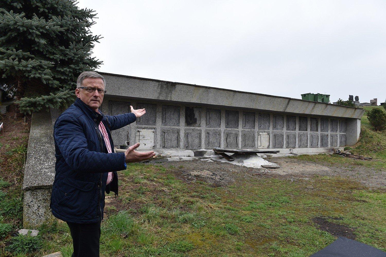 Radny Artur Czernecki proponuje przebudować istniejące katakumby w Gołąbkowicach na kolumbarium