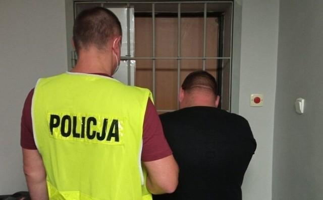 Ukradli zostawione przez kuriera paczki. Złodzieje zatrzymani przez policję