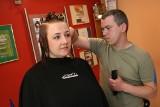 """""""Zmień się na zdrowie"""" - odcinek 52. Rewolucja na głowie. Uczestnicy odwiedzili znanego stylistę fryzur"""