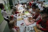 """Międzypokoleniowe świętowanie w tarnobrzeskiej """"czwórce"""" na biało-czerwono (zdjęcie)"""