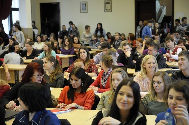 Na spotkanie przyszło wielu studentów, którzy chcieli...