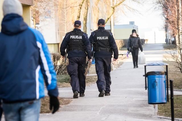Osoby pobite przez agresywnego mężczyznę mogą zgłaszać się na policję.