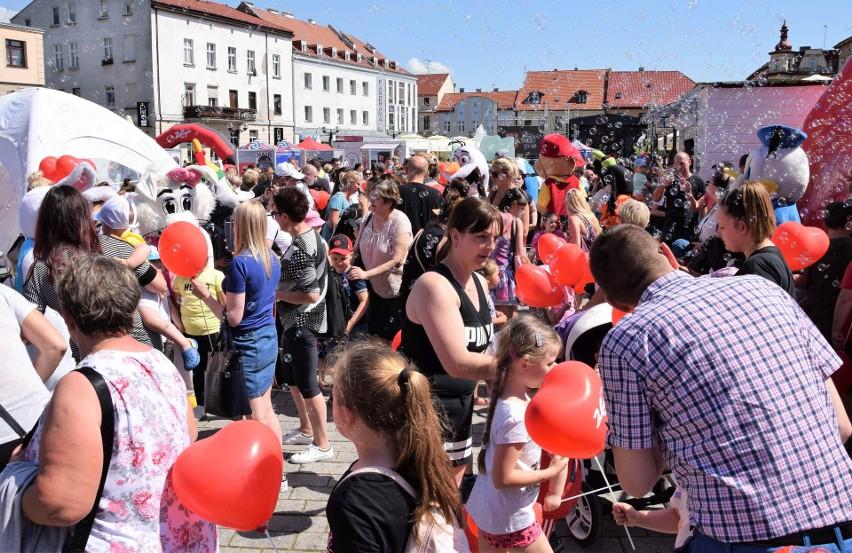 Na Rynku w Inowrocławiu można było spotkać kilkanaście...