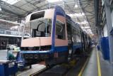 Toruńskie tramwaje powstają w Bydgoszczy. Kiedy trafią na tory?