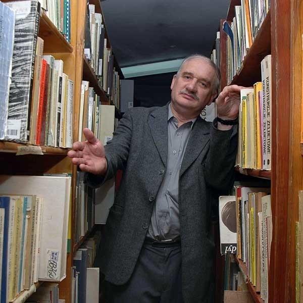 Stanisław Turek, dyrektor biblioteki: - W budynku przy ul. Sokoła nie ma już miejsca na półkach.