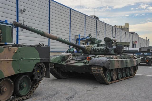Już we wtorek w Targach Kielce startuje Międzynarodowy Salonu Przemysłu Obronnego. Pierwsze czołgi, transportery i śmigłowce ją dotarły. Na miejscu jest też wyrzutnia systemu PATRIOT. >>>Więcej na kolejnych slajdach