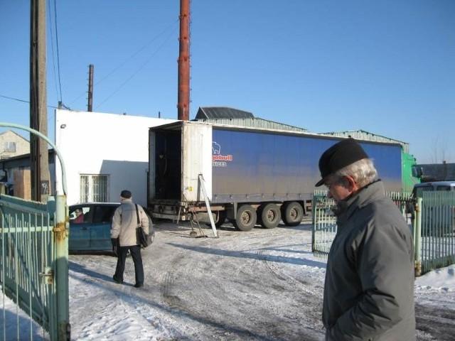 Huta Edyta w Parszowie. We wtorek pracownicy przychodzili po odbiór dokumentów związanych z zakończeniem pracy.