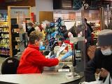 Nie ma ludzi do pracy na kasie i za takie pieniądze? Będzie protest pracowników sklepów!
