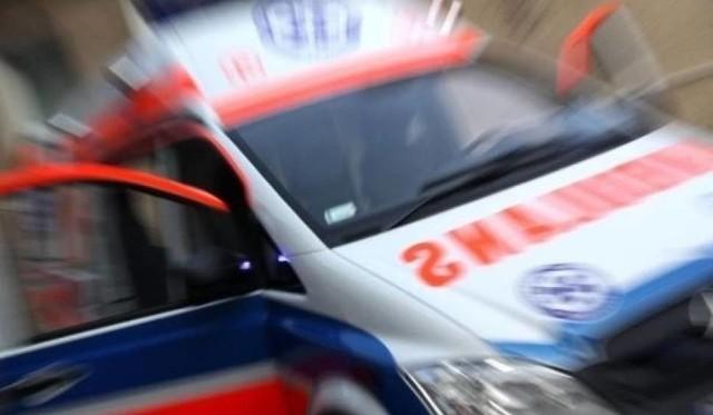 21-letnia kobieta została odwieziona do szpitala.